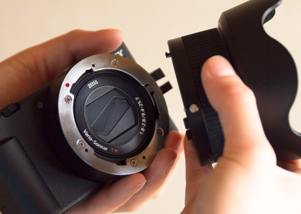 Bayonet mount adapter makes it easy to remove the Extension Tube.